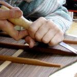 Gitarrenbau Christian Stoll:: Auskehlen der Bodenleisten