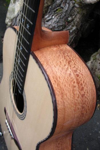 Stahlsaiten-Gitarre mit 3 Tonabnehmern - Ambition Silbereiche - Zarge
