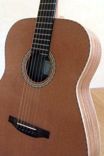 stahlsaiten-gitarre zeder indische walnuss - rosette
