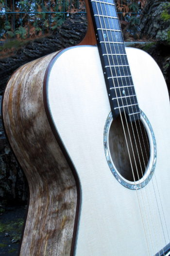 Gitarrenbau Christian Stoll: Stahlsaiten-Gitarre Ambition Fingerstyle Mensur 63 cm Korpus gestocktes Mango - Zarge