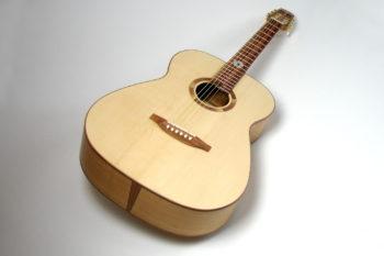 12 bund gitarre fingerstyle heimische hölzer gitarrenbauer Christian stoll