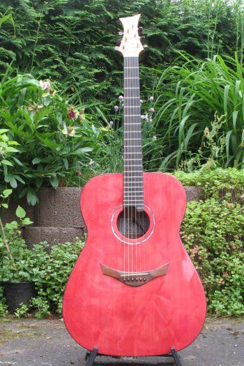 Gitarrenbau Christian Stoll: Sonderanfertigung Stoll Ambition - Decke aus Haselfichte rot lasiert