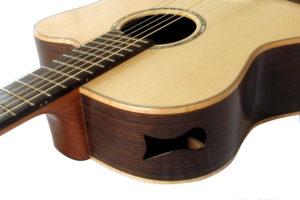 IQ fanned frets Stahlsaiten-Gitarre Zargenschalloch als Monitor