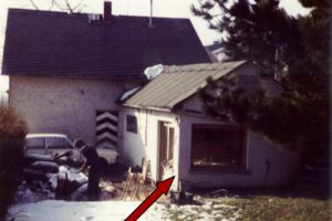 1983 Principal Office: back of head office Aarstr. 276 in Taunusstein-Wehen. The red arrow pointing to the workshop.