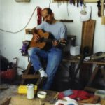 2002: Concentrated the Master is testing a steelstring guitar in his workshop in Waldems