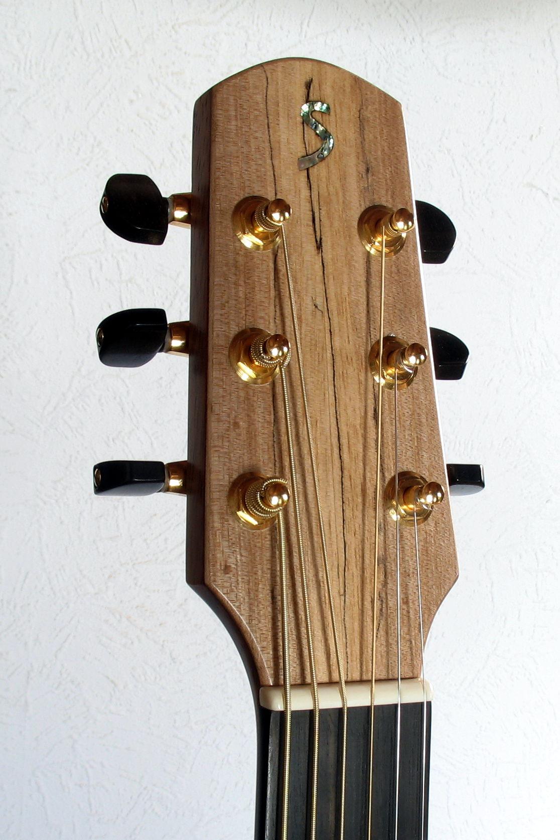 Steelstring Guitar Ambition Bariton - Walnut with side soundport - head