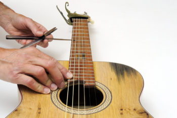 checking neck relief acoustic guitar