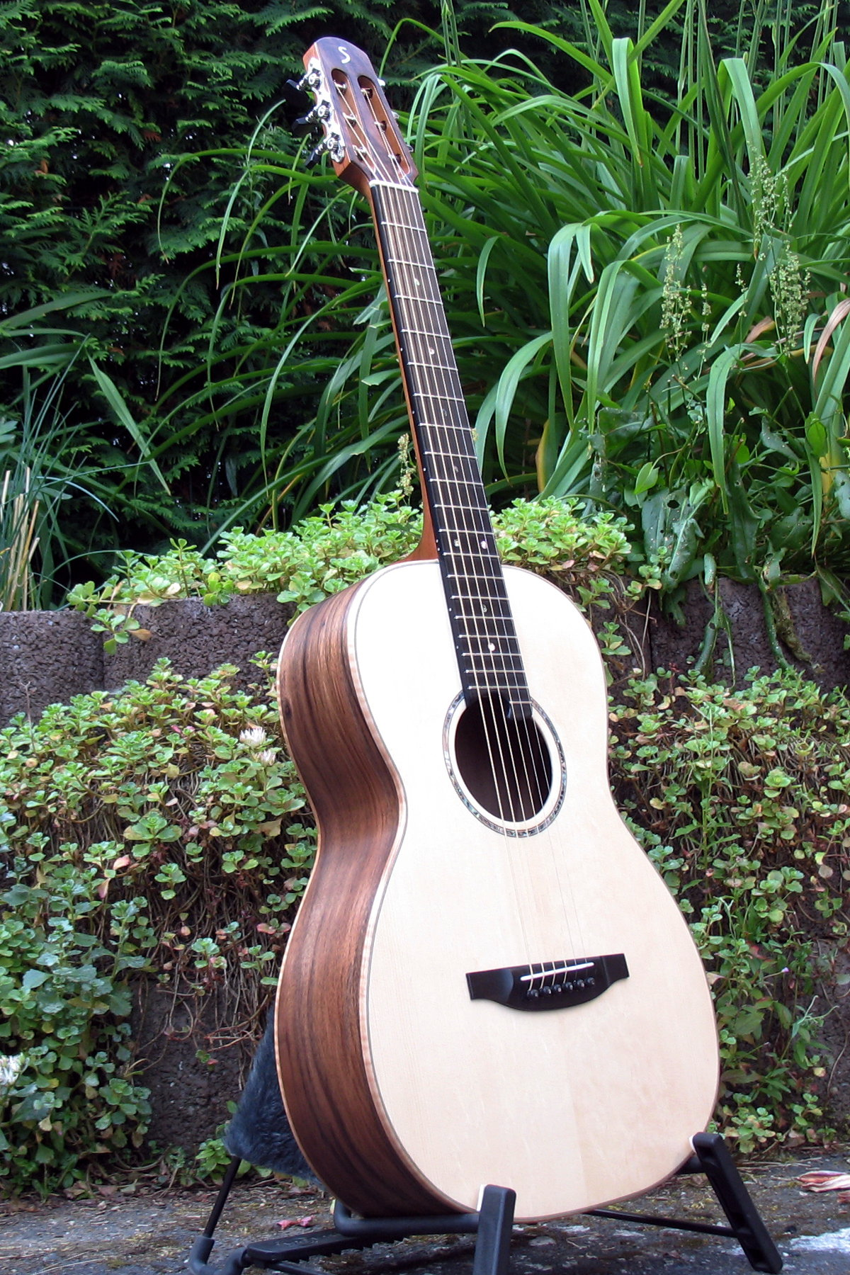 small guitars for small hands and petite players adjust fingerboard neck profile and scale length. Black Bedroom Furniture Sets. Home Design Ideas