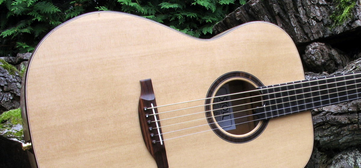 Steelstring Baritone Guitar with Rosewood body and Sitka Spruce top