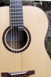 Steelstring Baritone Guitar with Rosewood body and Sitka Spruce top - Rosette