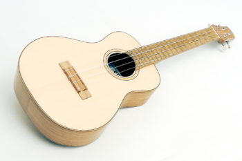 Review Tenor Ukulele Black Locust luthier christian stoll local wood
