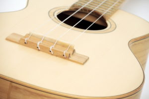 Review Tenor Ukulele Black Locust Spruce local wood by luthier christian stoll