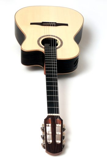 Crossover classic Guitar Cutaway Side Soundport
