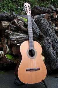Classic Lefthanded Guitar with Back and Sides of Indian Rosewood