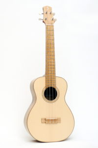 review Tenor Ukulele black locust by luthier christian stoll