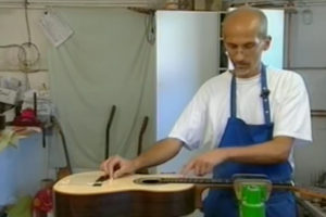 video Christian Stoll is building a guitar
